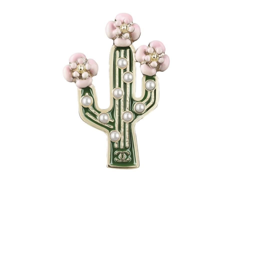 a96424-y50763-z5301-resin-brooch-with-fantasy-pearls
